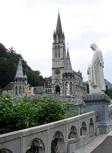 Lourdes: Our Lady of the rosary basilica